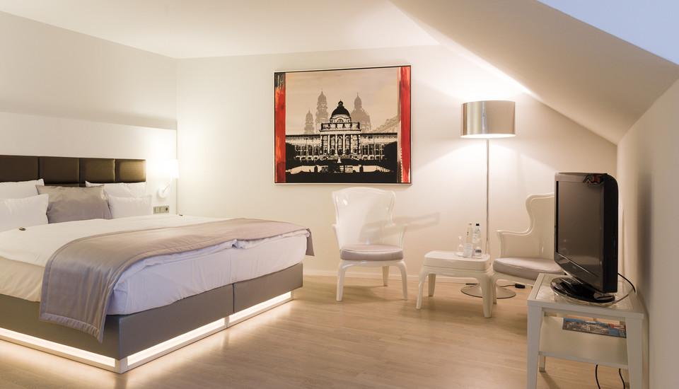 172 gro z gige zimmer hotel europa m nchen. Black Bedroom Furniture Sets. Home Design Ideas